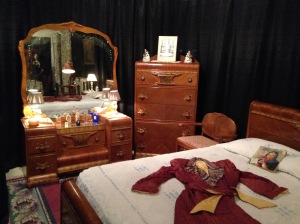 The 1950's house bedroom